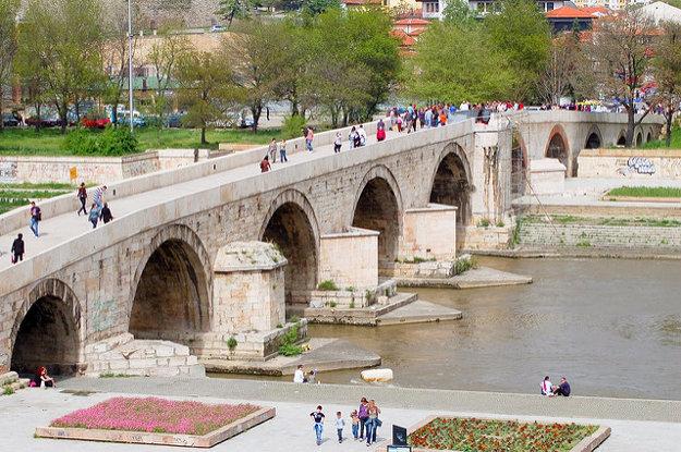 Jedným zo symbolov Skopje je kamenný most z 15. storočia nad riekou Vardar.