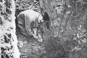 Traxler v úlohe amatérskeho archeológa Ossegga pri vykopávkach domu údajnej bosorky.