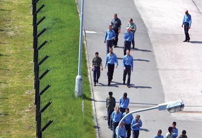 za múrmi väznice v kráľovej došlo k prvej vražde.