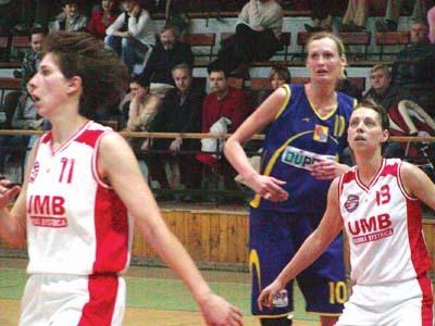andrea belanská (s číslom 13) bude obliekať dres ružomberka
