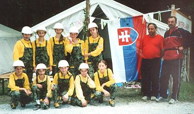 krúžok mladých hasičov tvorí v súčasnosti 22 dievčat a 10 chlapcov.