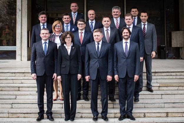 Členovia novej vlády sa zišli prvý raz.