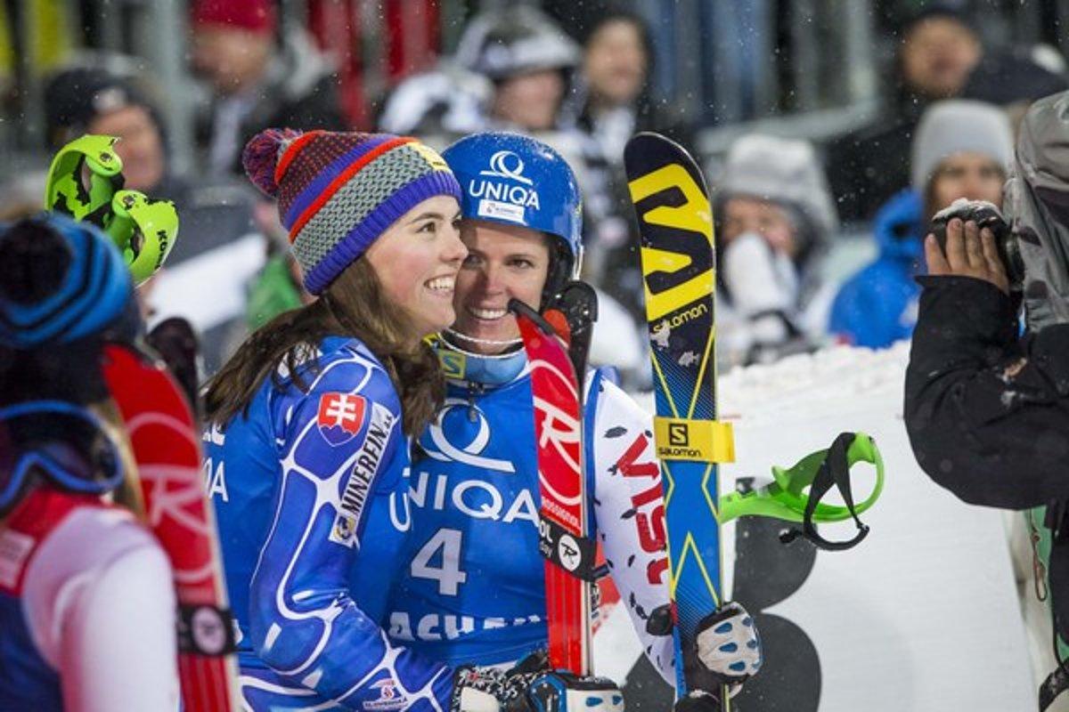 Petra Vlhová (vľavo) a Veronika Velez-Zuzulová by sa na domácom svahu mohli  presadiť.(Zdroj  Gabriel Kuchta - SME) 306a5ead226