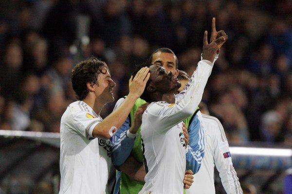 Daniel Amartey sa teší z gólu do siete FC Bruggy v zápase Európskej ligy. Od teraz už bude pomáhať dosahovať víťazstvá svojmu novému klubu z Leicesteru.