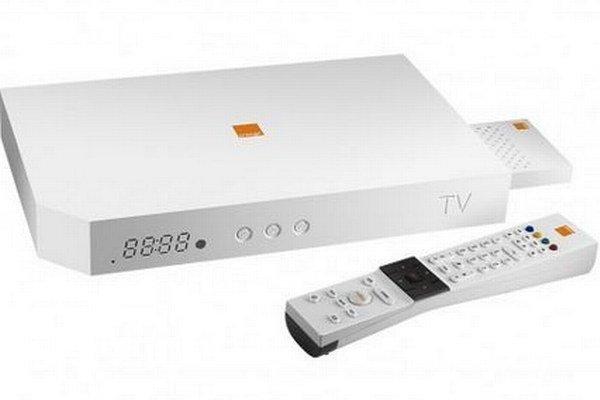 Tento hybridný set-top box ponúkal Orange zákazníkom vo Francúzsku. Okrem digitálnych služieb cez internet, vrátane sledovanie televízie, umožňuje príjem televízneho signálu cez satelitný tuner alebo tradičný pozemský signál.