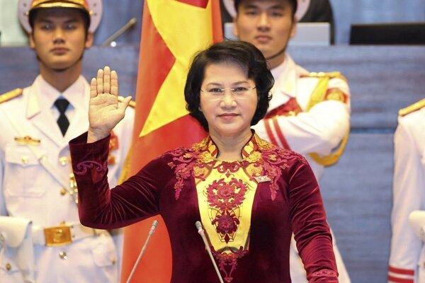 Nguyen Thi Kim Ngan po svojom zvolení zložila sľub, ktorým sa zaviazala k vernosti štátu, ľudu a ústave.