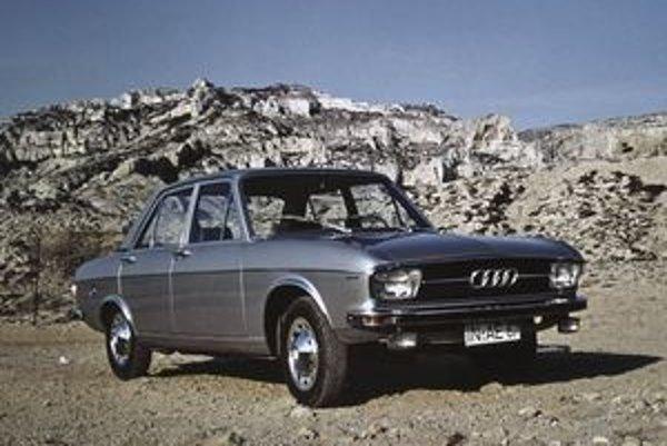 Prvá generácia Audi A6, označovaná ešte ako Audi 100 debutovala v roku 1968. Vtedy bol luxusný sedan o pol metra kratší, s podstatne kratším rázvorom náprav než siedma generácia.