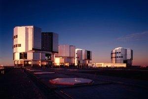 Na sledovanie tmavých galaxií astronómovia použili VLT ďalekohľady v Čile.