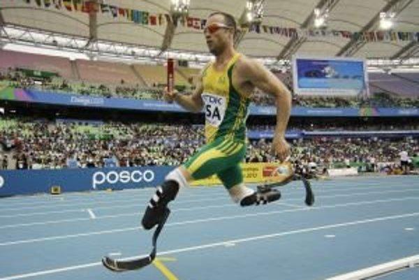 Oscar Pistorius, bežec z JAR, najznámejší športovec s protézami.