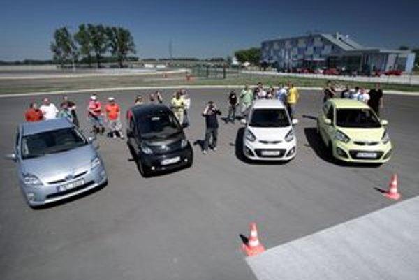 Rôzni šoféri, rôzne stratégie a rôzne typy pohonu automobilu. Spoločne však dokázali, že práve šofér ovplyvňuje spotrebu najviac.