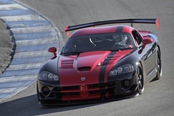 Dodge Viper SRT10 vo verzii ACR drží rýchlostný rekord sériovo vyrábaných vozidiel na okruhu Laguna Seca.