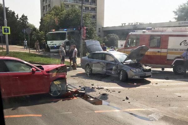 Takto zachytil dnešnú nehodu kolega, ktorý sedel v autobuse MHD.