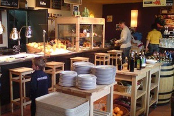Sieť vybraných čerpacích staníc Tiffon už vlani obohatili samoobslužné reštaurácie Marché, ktoré majú širokú, ale nie lacnú ponuku.