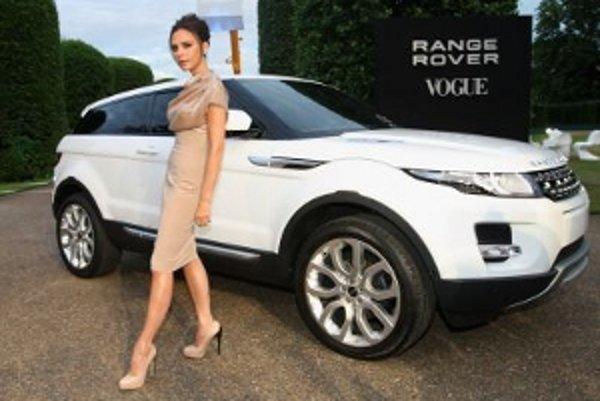Pred novým Range Roverom zapózovala aj Victoria Beckham.