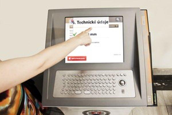 Kiosky umožňujú zväčšeným písmom čítanie aj slabozrakým.