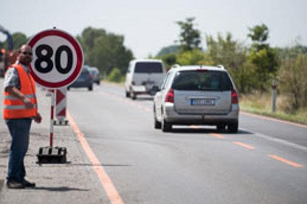 Práce na rozširovaní diaľnice D1 na tri pruhy v oboch smeroch vlani v lete.