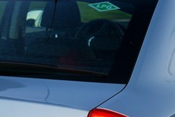 Octavii s pohonom na LPG chýba na streche už len pútač Taxi. Táto verzia dobre poslúži v meste a blízkom okolí. Motor logicky spotrebuje na sto kilometrov o liter až dva plynu viac než benzínu. Cena LPG je o viac ako polovicu nižšia.