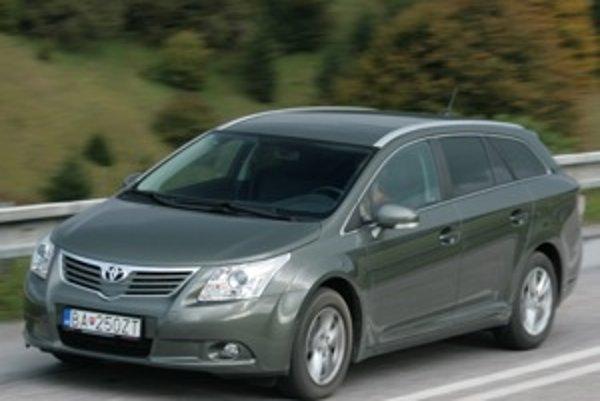 Avensis zaujal predovšetkým komfortom, tichým interiérom a spotrebou naftového dvojlitra. Patrí medzi dizajnovo strohé a nenápadné, veľké a zároveň cenovo prístupné autá strednej triedy.
