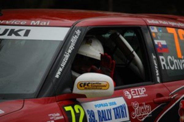Štvrtá súťaž, tretie auto. Posádka Rastislav Chvála - Zuzana Lieskovcová sa na štart Rally Tatry postaví opäť s novou technikou. Suzuki Swift z Nemecka vyskúšali dnes na testovacej rýchlostnej skúške.