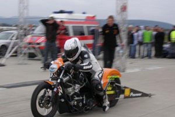 Najväčšou atrakciou pre všetkých bol nepochybne dragbike, špeciálny šprintérsky motocykel s výkonom 350 koní, ktorý v sedle s Maďarom Zoltánom Tóthom dosiahol najrýchlejší čas celého podujatia - 8,424 s. a najvyššiu rýchlosť 247 km/h.
