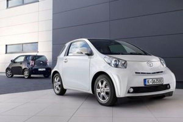 Toyota iQ bude mať okrem premysleného uloženia štyroch sedadiel technickú novinku – záhlavové airbagy.