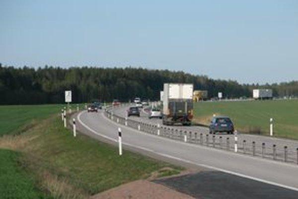 Výstavba najbezpečnejšej cesty typu 2+1 by stála desatinu z nákladov na vybudovanie rýchlostnej štvorprúdovej cesty. Úroveň bezpečnosti je pritom na rovnakej úrovni.