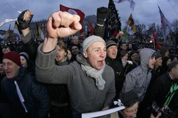 Na demonštráciách sa zúčastnili desaťtisíce ľudí.