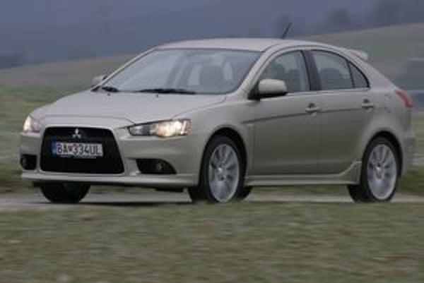Lancer ešte donedávna existoval iba ako sedan. Teraz pribudla v Európe obľúbená päťdverová verzia.  Sportback prináša veľmi svojský a vydarený pohľad na auto   nižšej strednej triedy.