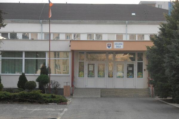 Základná škola na Krymskej ulici. Zaujíma sa o ňu polícia. Po druhý raz.