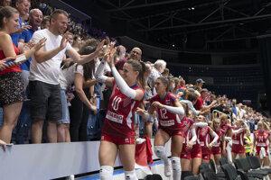 Slovenské  volejbalistky sa lúčia s divákmi  po osemfinálovom stretnutí Slovensko - Taliansko.