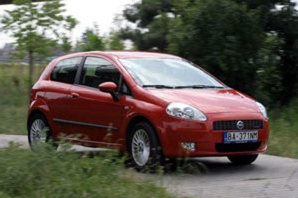 Vlani bol Fiat značkou s najnižšími emisiami CO2 v Európe. Jeho hodnota 133,7 g/km je o 3,6 g/km nižšia než v roku 2007, keď bol Fiat tiež najlepší. Peugeot je s množstvom 138,1 g/km emisií CO2 jedinou ďalšou automobilkou, ktorá sa dostala pod úroveň 140