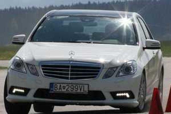 S naftovým motorom pod kapotou je nový Mercedes mimoriadne rýchly a zábavný. Podvozok sa vyznamenal presnými reakciami a minimálnym sklonom k nedotáčavosti. Auto má výborný polomer otáčania a šofér necíti v ovládaní vysokú hmnotnosť.