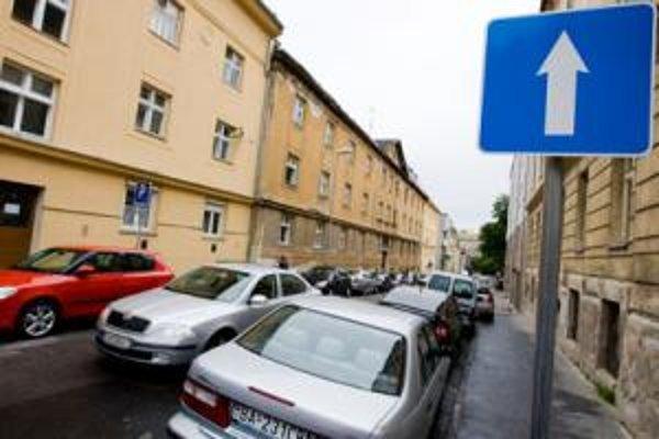 Takýchto značiek bude v Bratislave možno viac. Majú zrýchliť dopravu.