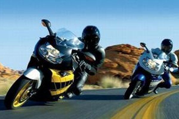 Zatiaľ patríme ku krajinám, kde sa za motocykle na diaľniciach a rýchlostných cestách neplatí. Zostane to tak?