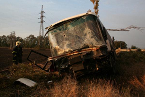 Smrteľná dopravná nehoda sa stala dnes ráno za Trnavou. Vyžiadala si dva ľudské životy.