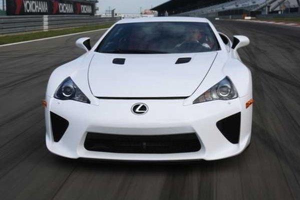 Lexus LFA má okrem zážitku zo zrýchlenia a ovládateľnosti priniesť fantastický zvuk výfukovej sústavy.