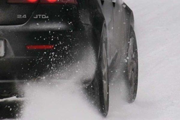 Skúškam pre zimu 2009 sa podrobilo spolu 34 kompletov zimných pneumatík, z nich väčšina vyhovela.