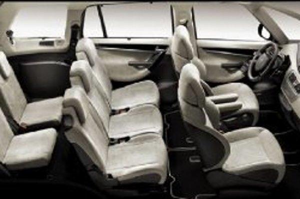 Citroen C4 Picasso patrí k najnovším prírastkom vo svojej triede. Okrem sedemmiestneho interiéru ponúka koncept presvetlenia kabíny Visospace a množstvo nových prvkov, ako volant s pevným stredom, vzduchové pruženie zadnej nápravy a systém kontrolujúci ne