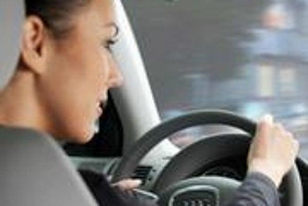 Podľa štatistiky GE Money a reprezentatívnej vzorky vyše päťtisíc klientov majú ženy na Slovensku  dvadsaťpercentný podiel na trhu s novými a ojazdenými autami.