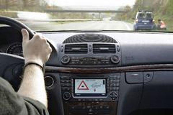 Aby Willwarn dokázal varovať vodiča pred pokazeným automobilom stojacim na diaľnici musia byť obe autá prihlásené do jednotnej bezdrôtovej siete. Potom si dokážu vymeniť informácie o prudkom brzdení alebo aj šmyku.