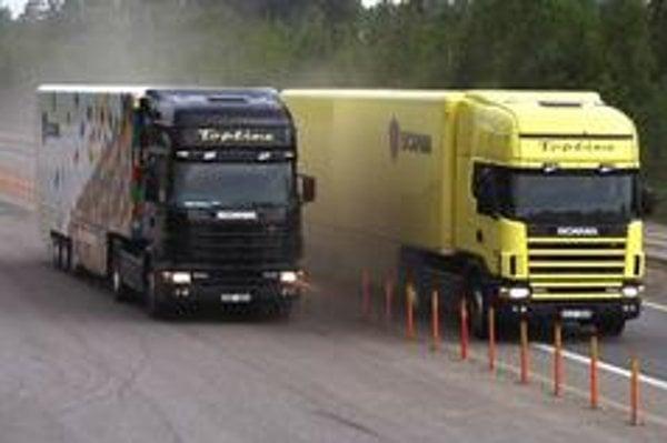 Žiaľ iba tri percentá  európskych šoférov vie, že bezpečná brzdná dráha plne naloženého  nákladného  vozidla  idúceho  rýchlosťou  80 km/h je až 45 metrov.