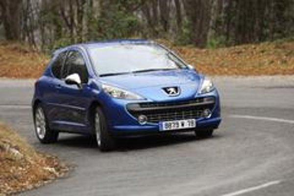 Peugeot 207 RC ako jediný súčasný model má úplne vypínateľný stabilizačný systém ESP, ktorý sa spätne neaktivuje ani po prekročení rýchlosti 50 km/h. Konečne.