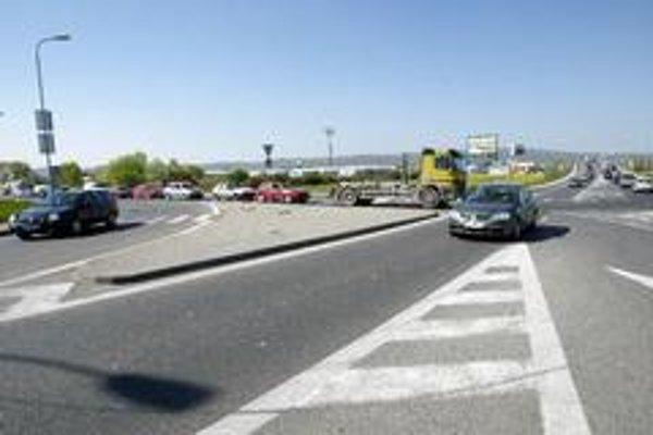 Čakaniu na križovatke sa motoristi nevyhnú ani mimo dopravnej špičky.