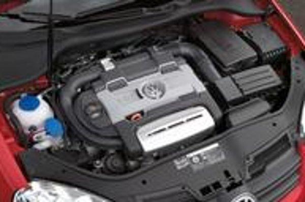 Preplňovaný benzínový motor od Volkswagenu zostal aj druhý rok vo svojej kategórii neporazený. Z malého objemu ponúka vysoký výkon, nízku spotrebu a malý obsah C02.