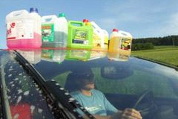 Účinok letných prípravkov na čistenie čelného skla výrazne závisí od kvality gumičiek stieračov.