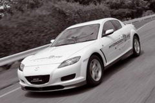 Mazda RX-8 Hydrogen RE pracuje v duálnom režime - benzín alebo vodík. Vo vodíkovom móde dosahuje motor výkon 109 koní a na jedno natankovanie vodíka prejde iba 100 kilometrov.