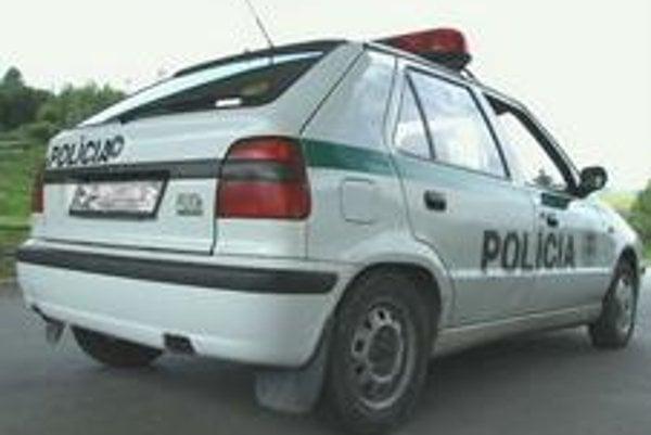 Policajti v regiónoch jazdia na starých autách nevhodných na výkon služby.