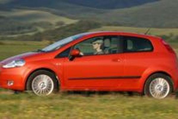 Fiat Grande Punto má vo svojej triede rozhodne lepšiu pozíciu ako predchodca. K emotívnemu dizajnu pasujú výborné jazdné vlastnosti, ale nezaškodil by väčší zmysel pre detail.