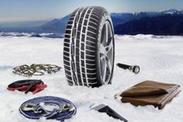 V zimnej výbave auta nemá chýbať deka alebo staršie teplé oblečenie. Možno nebude potrebné, ale človek nikdy nevie. Samotnému autu prospeje preventívny servis.
