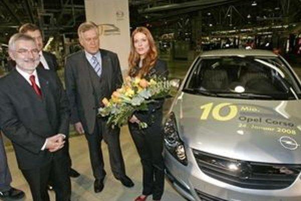 Nemecký minister hospodárstva Michael Glos a predseda vlády spolkovej krajiny Durýnsko (Thüringen) a Dieter Althaus boli prítomní na slávnosti, počas ktorej herečka Esther Schweins zišla z výrobnej linky s 10- milióntym automobilom Opel Corsa v závode v E
